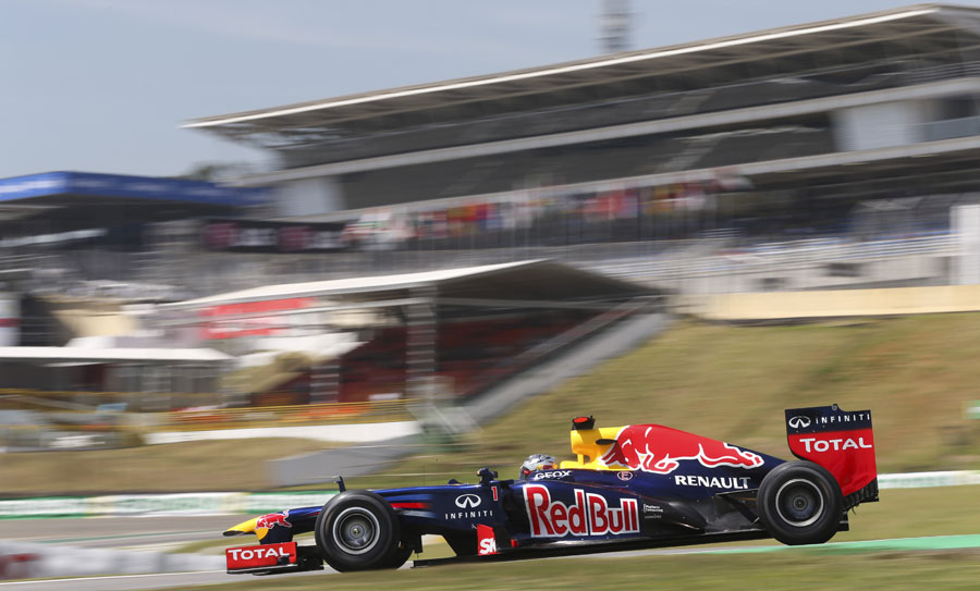 Sebastian Vettel attacks the middle sector