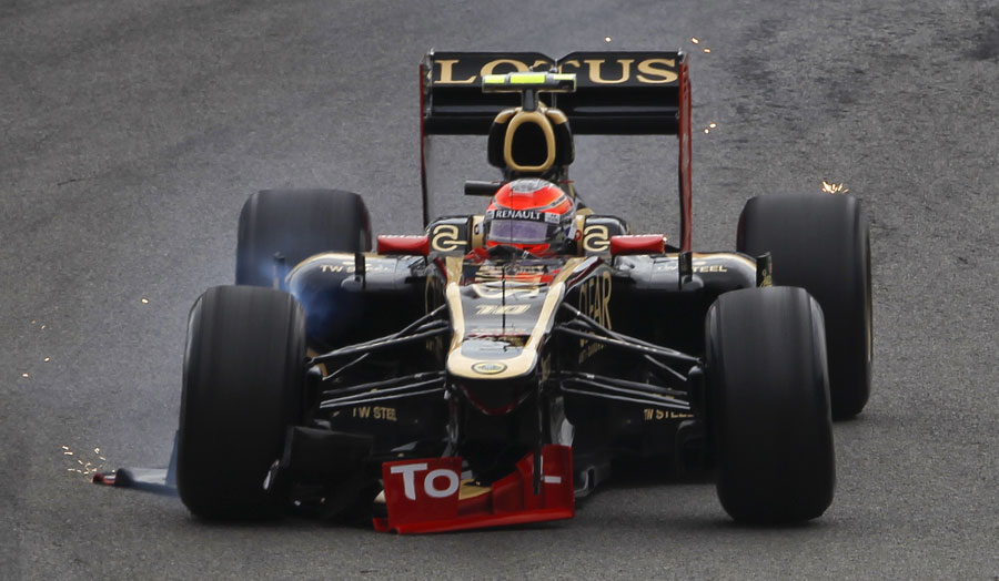 Romain Grosjean limps back to the pits after his collision with Pedro de la Rosa
