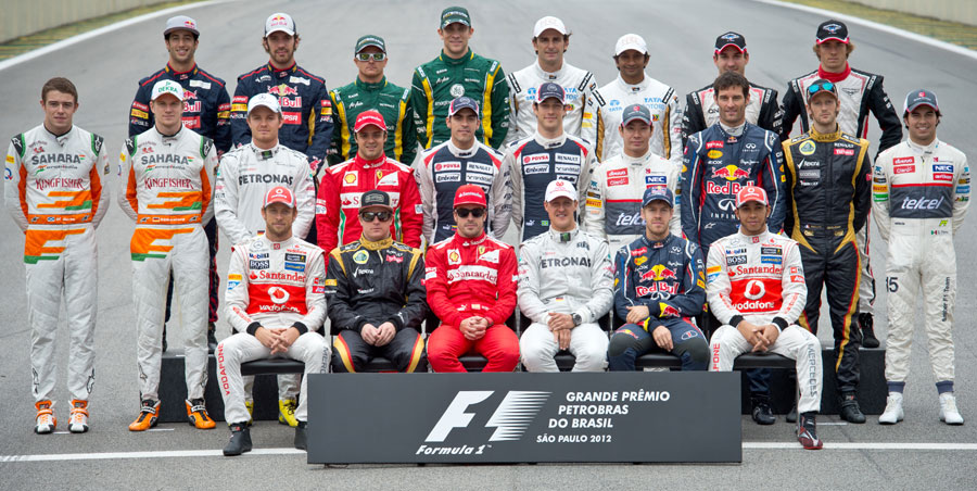 A group photograph of all drivers before the final race