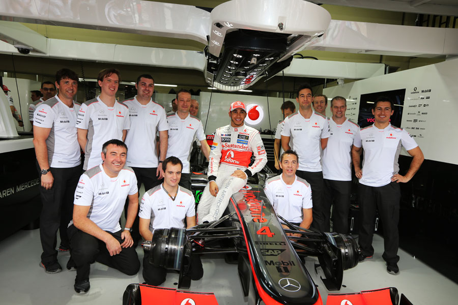 Lewis Hamilton poses with his team
