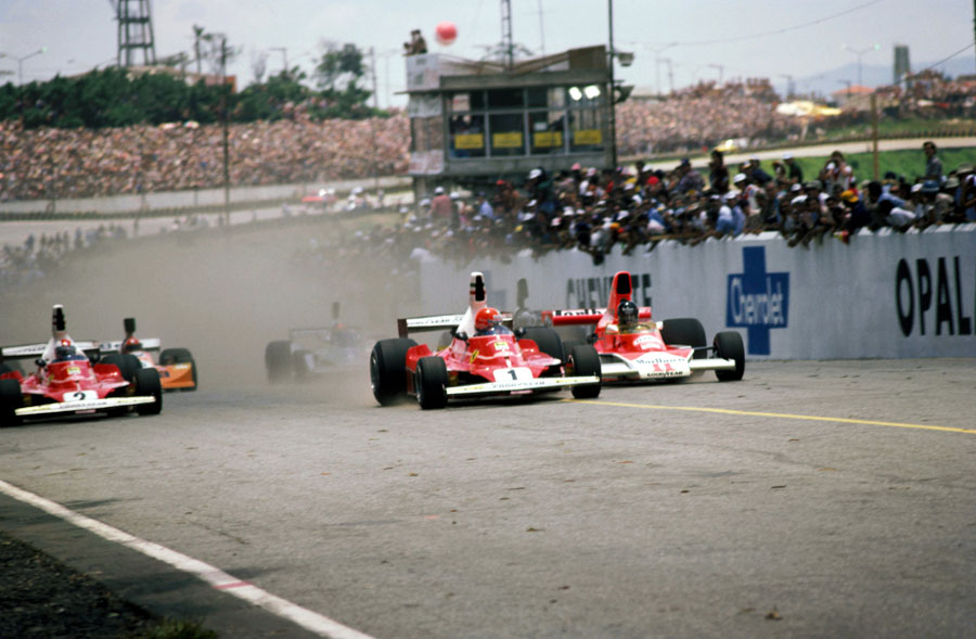 Niki Lauda leads James Hunt away at the start of the race