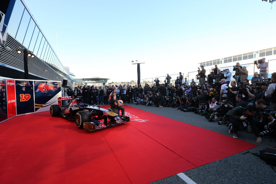 Jean-Eric Vergne with the new Toro Rosso STR8 in the Jerez pit lane