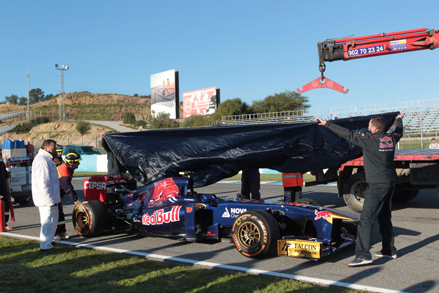 Daniel Ricciardo's first outing of the day ends on the back of a tow truck