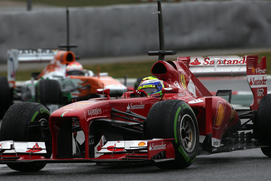 Felipe Massa leads Paul di Resta through the chicane