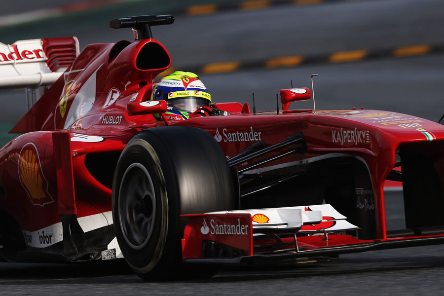 Felipe Massa on medium tyres late in the day