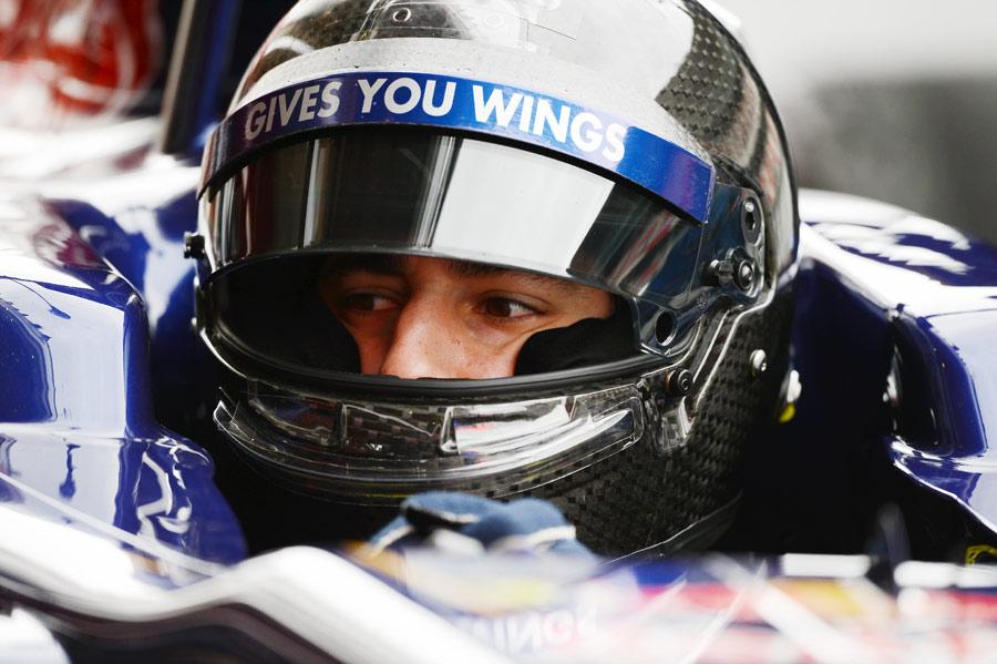 Daniel Ricciardo wears a new helmet in the Toro Rosso