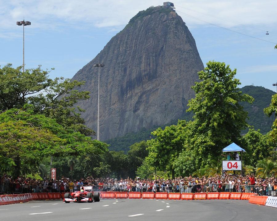 Felipe Massa entertains his fans on the streets of Rio de Janeiro
