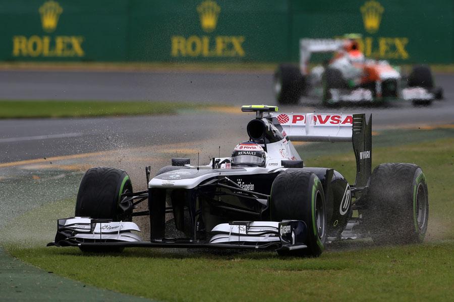 Valtteri Bottas splashes through Albert Park's run-off area in Q2