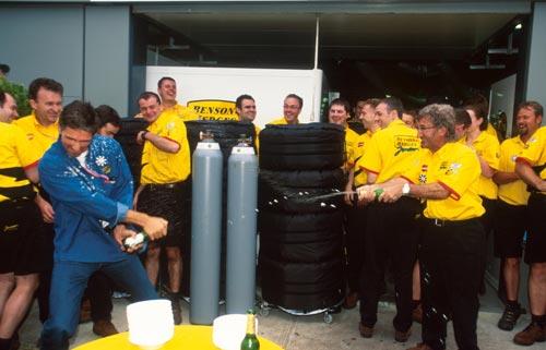 Damon Hill celebrates his 100th grand prix with team boss Eddie Jordan
