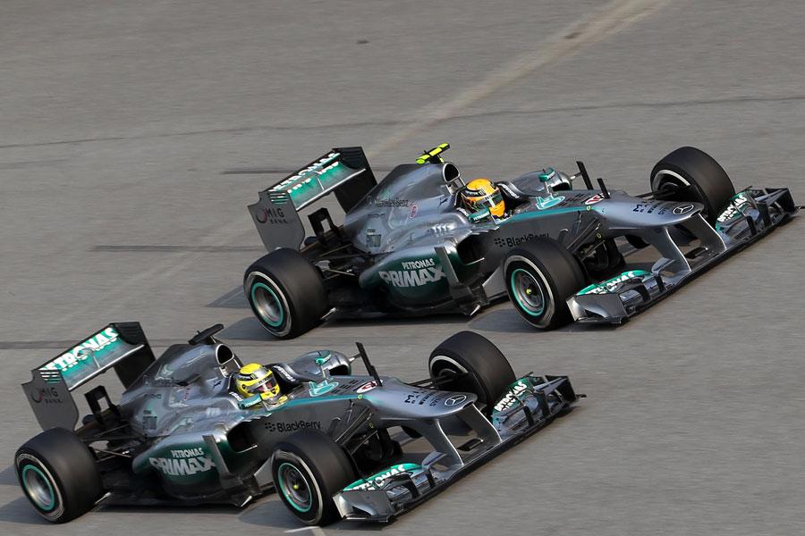 Lewis Hamilton retakes third place from Nico Rosberg