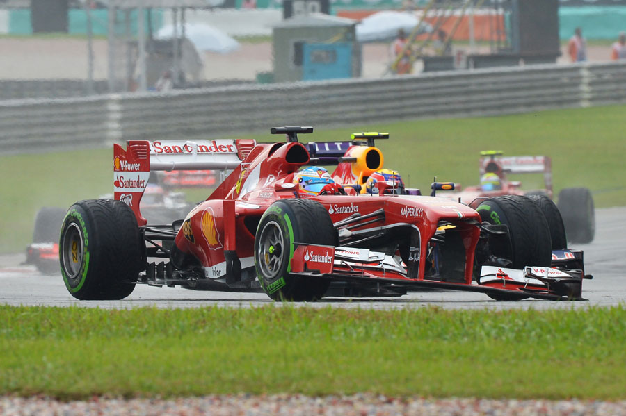 Fernando Alonso rounds the final corner with a broken front wing