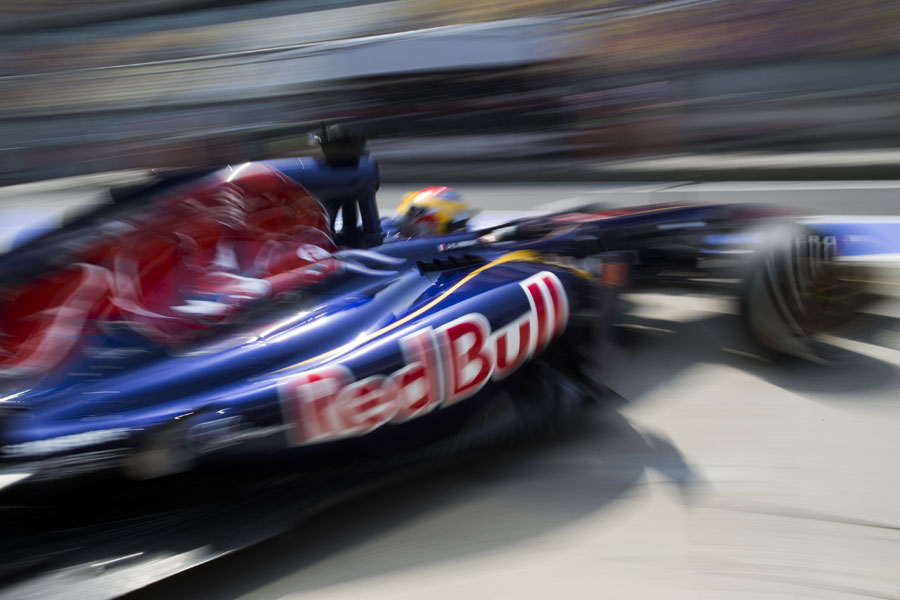 Daniel Ricciardo leaves the Toro Rosso garage