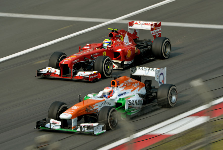 Felipe Massa overtakes Paul di Resta at speed