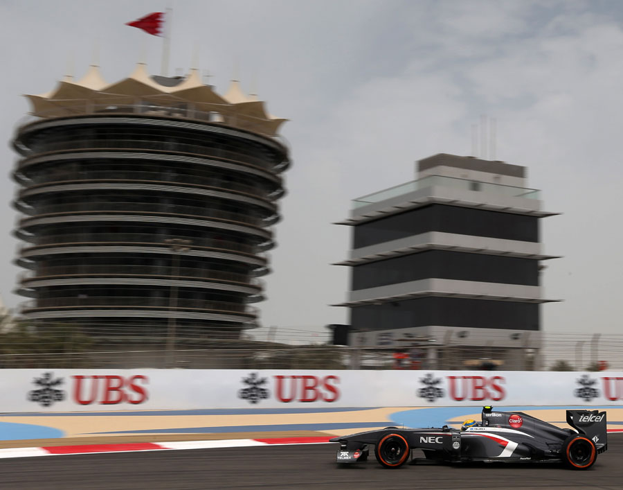 Esteban Gutierrez aims his Sauber at the apex