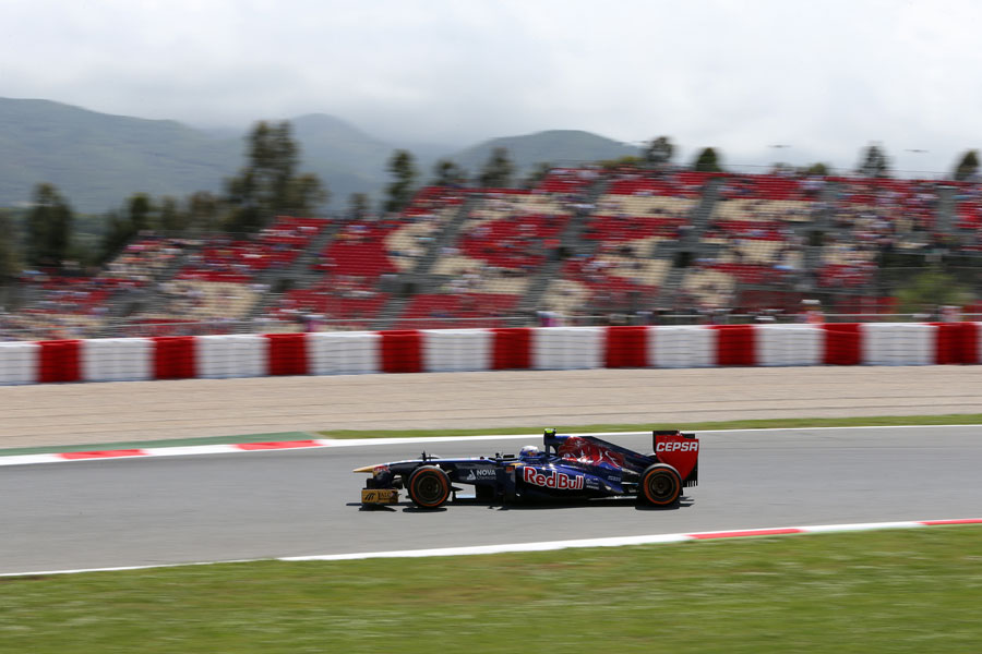 Daniel Ricciardo at speed on the hard tyre