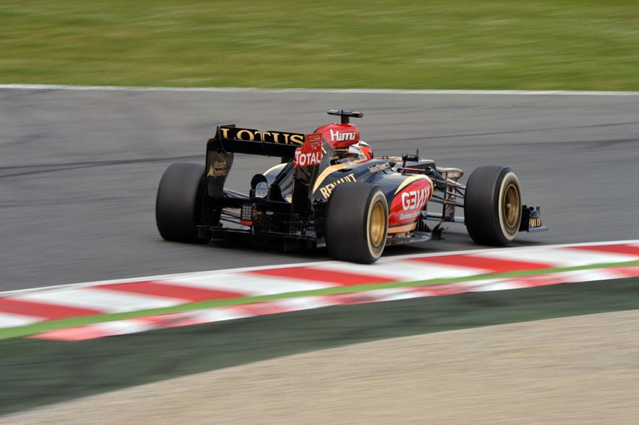 Kimi Raikkonen on a medium tyre run