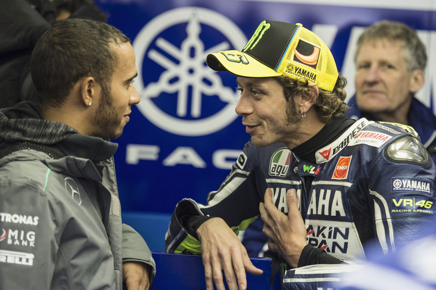 Lewis Hamilton chats to Valentino Rossi in the Yamaha garage