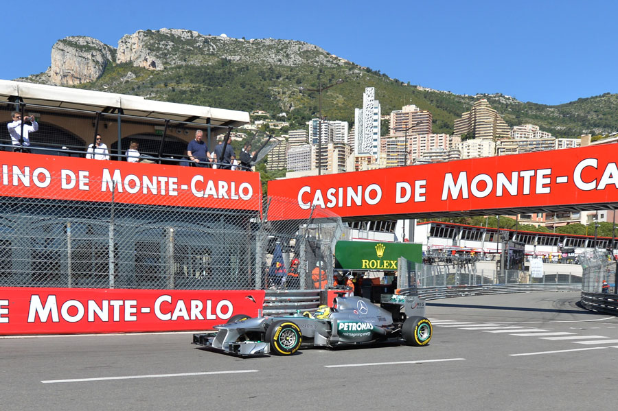 Nico Rosberg rounds Rascasse during FP1