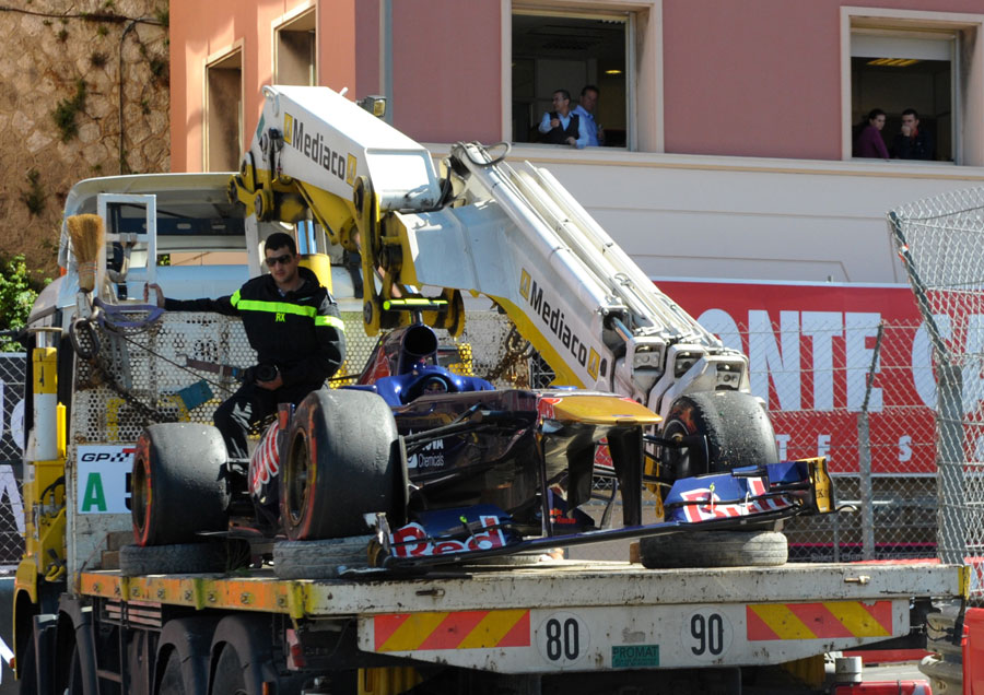 Daniel Ricciardo's Toro Rosso returns to the pits after the race