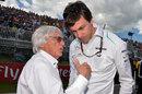 Bernie Ecclestone talks to Toto Wolff on the grid