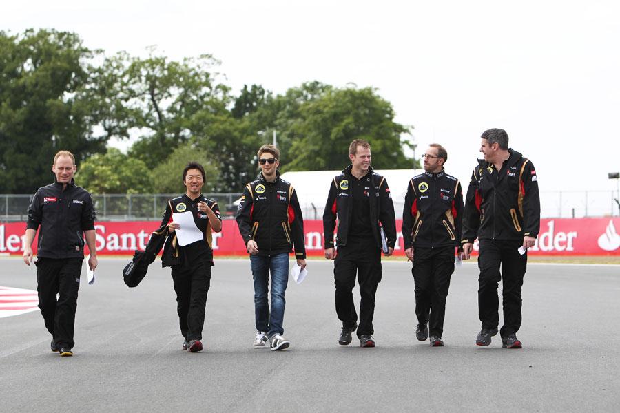 Romain Grosjean walks the track with his engineers