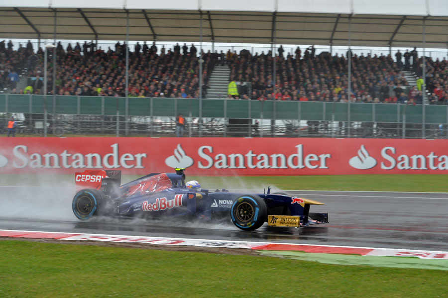 Daniel Ricciardo tackles Turn 1 during the first session
