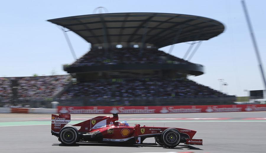 Fernando Alonso rounds Turn 1