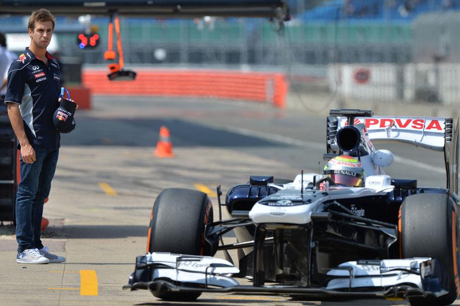 Pastor Maldonado pits as Antonio Felix da Costa watches on