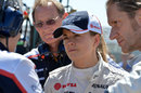 Susie Wolff talks with Williams engineers
