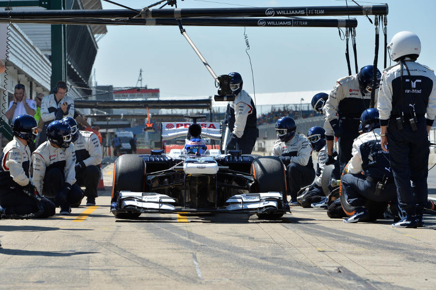 Susie Wolff pulls away after a Williams pit stop