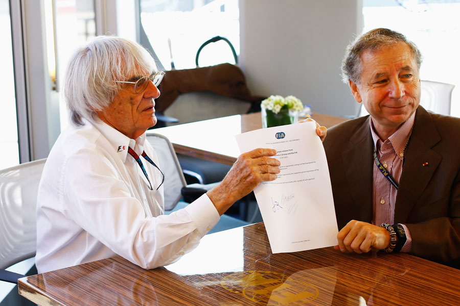 Bernie Ecclestone and Jean Todt sign a statement confirming the outlining of a new Concorde Agreement