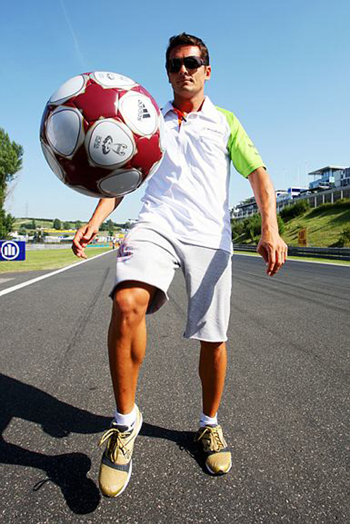 Fisichella shows off his ball skills in Hungary