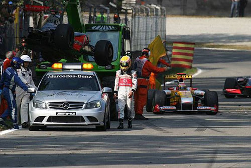 Hamilton crashes out at Monza