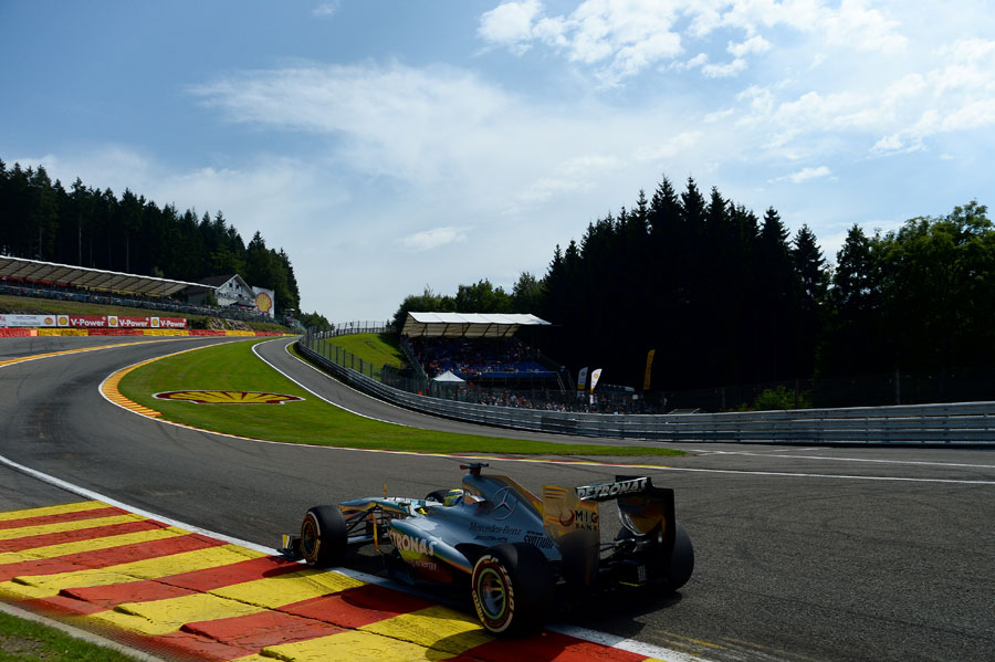 Nico Rosberg tackles Eau Rouge