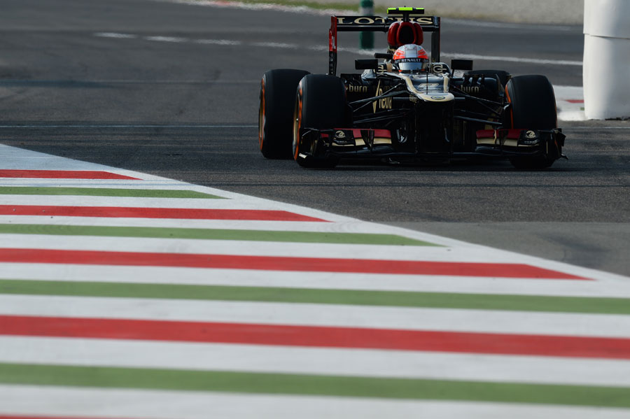 Romain Grosjean returns to the pits