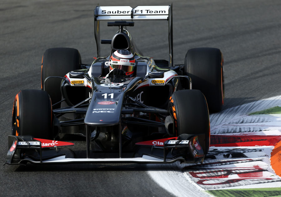 Nico Hulkenberg attacks the chicane