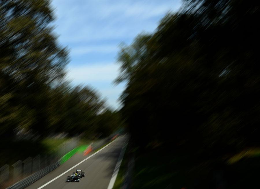 Nico Rosberg on the run down to Ascari