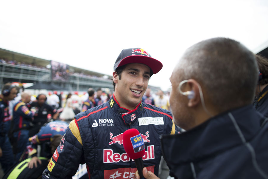 Daniel Ricciardo speaks to the press on the grid