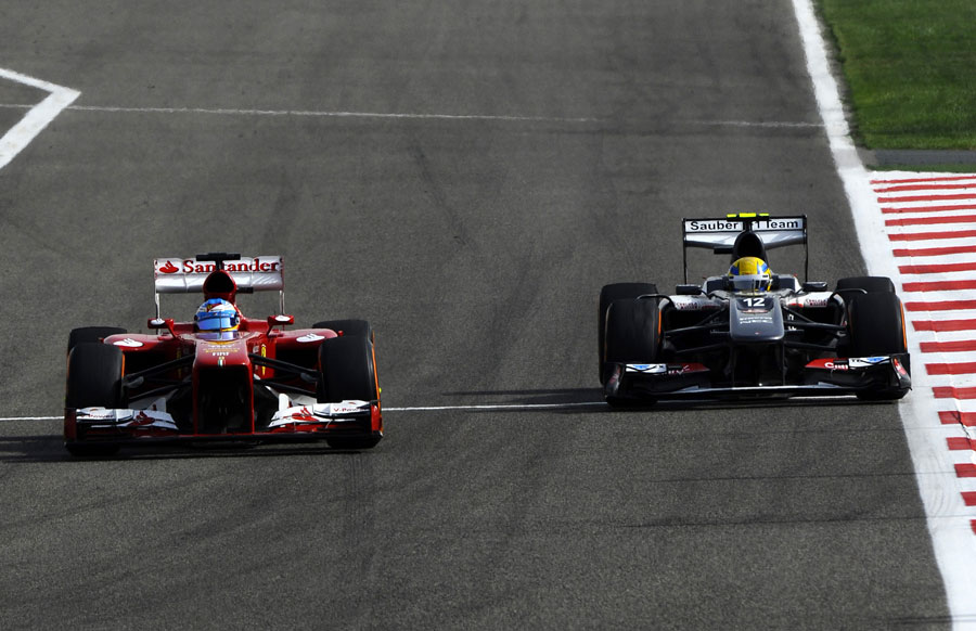 Fernando Alonso overtakes Esteban Gutierrez