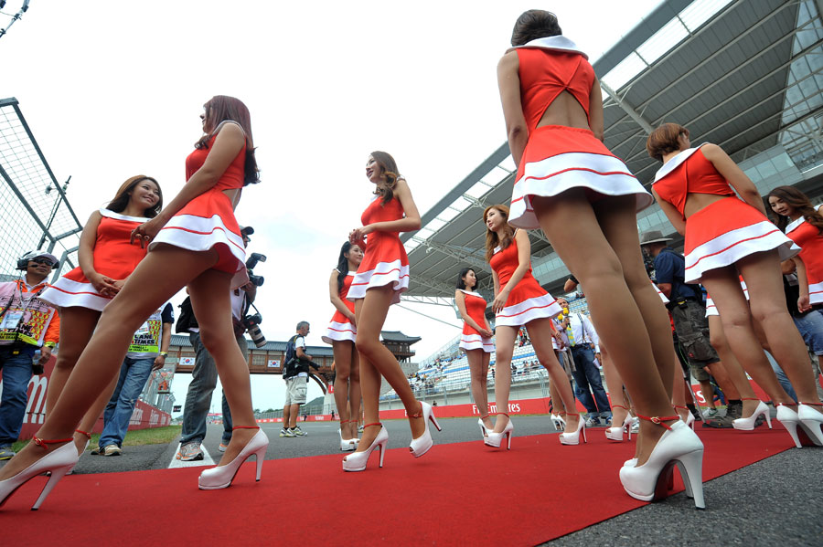 Grid girls head to the grid for the start of the race