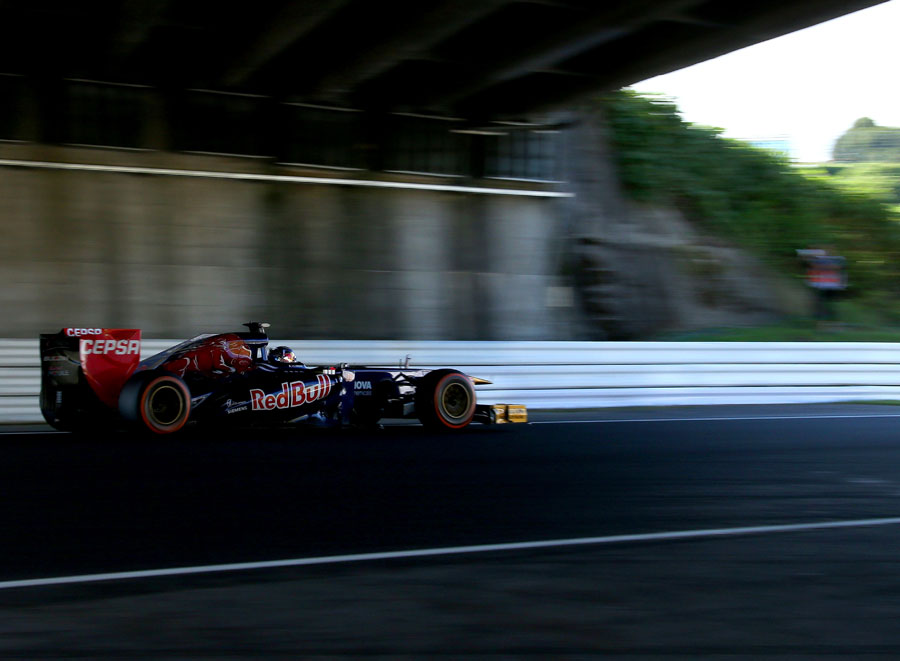 Jean-Eric Vergne drives under the overpass