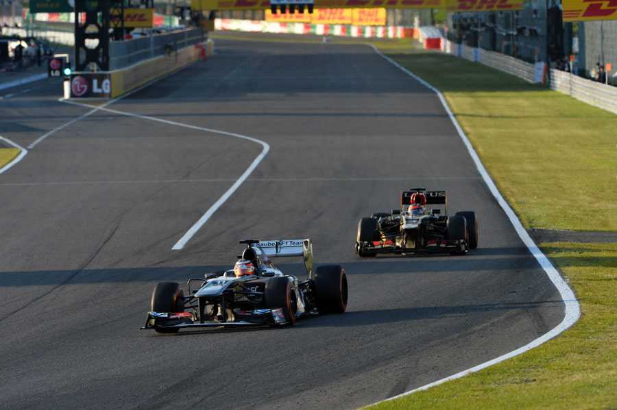 Kimi Raikkonen stalks Nico Hulkenberg in to Turn 1