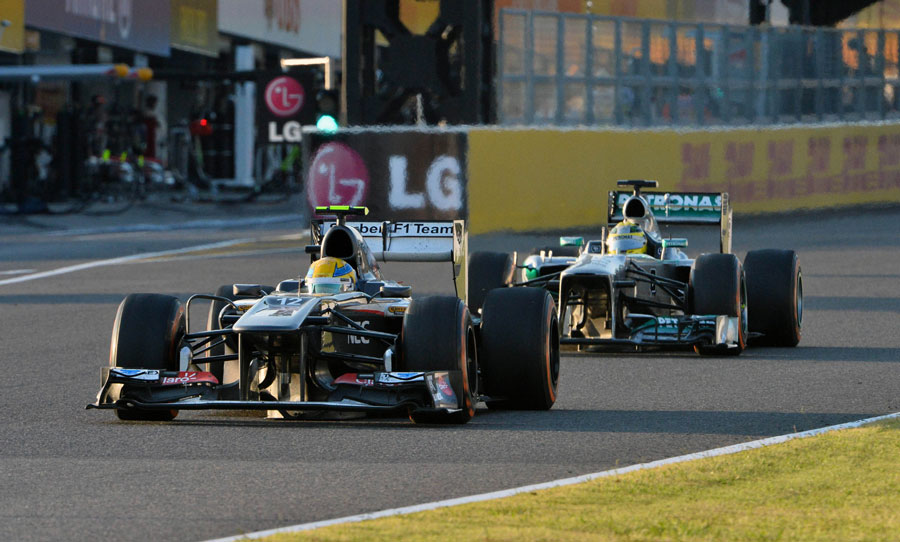 Esteban Gutierrez leads Nico Rosberg on track