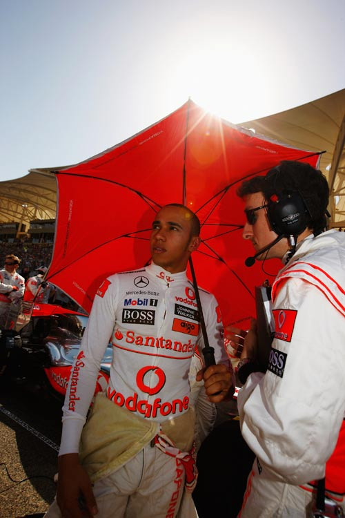 Lewis Hamilton takes some shade