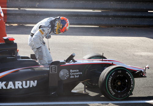 Karun Chandhok's first grand prix ends on the second lap