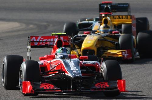 Lucas di Grassi leads Renault's Robert Kubica