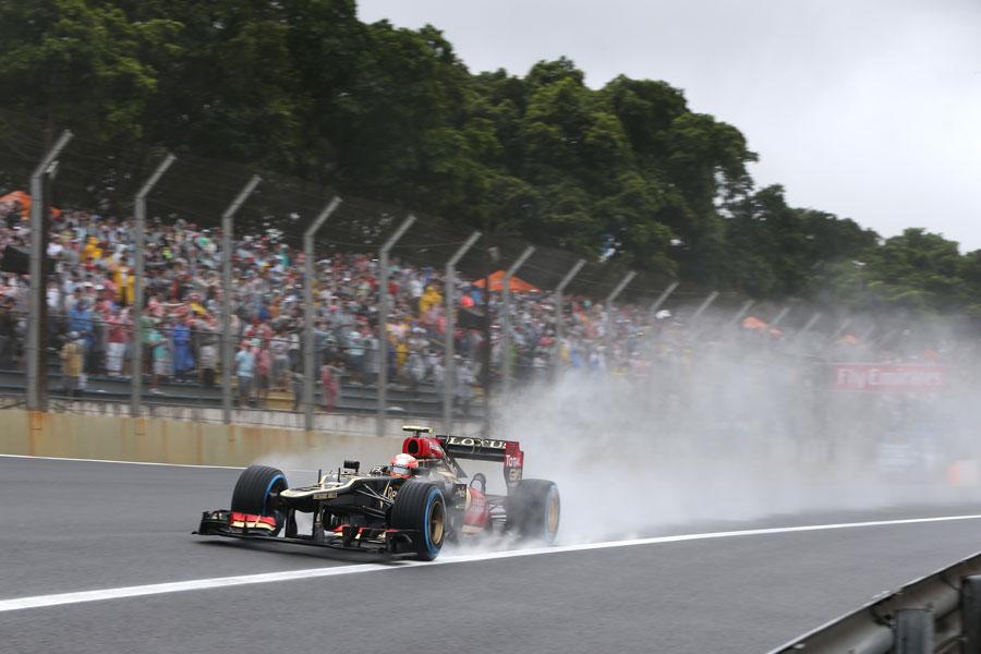 Romain Grosjean at speed on full wet tyres