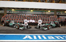 Nico Rosberg, Lewis Hamilton and the Mercedes team pose for an end-of-season photo