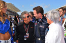 Mario Andretti chats to Christian Horner and Bernie Ecclestone on the grid