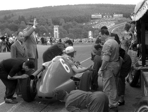 His engine having expired, Gonzalez waves frantically to the mechanics